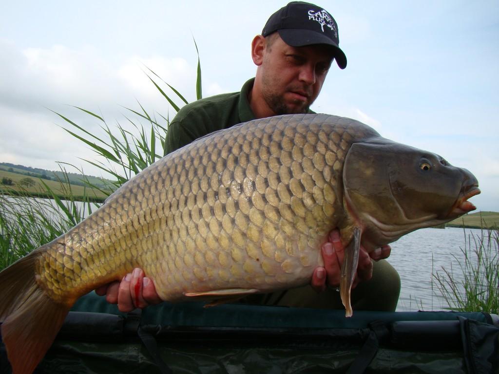 Crap captura de Robi Solticzki în cadrul concursului de pescuit Cupa Crap Plus Ediţia a II-a
