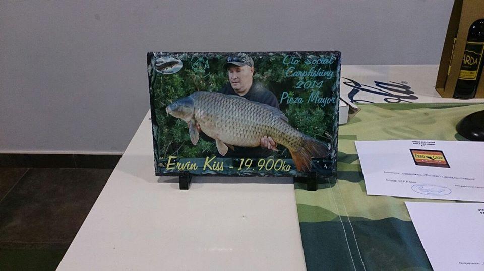 Ervin Kiss de la Team Idella cu premiul pentru captura de 19.9 kg la Carpfishing Mequinenza S.D.P. El Siluro Spania