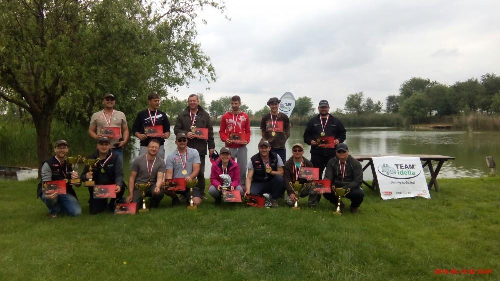 Grupul de pescari concurenți la Cupa Idella & Friends 2016 pe balta Debeljaka