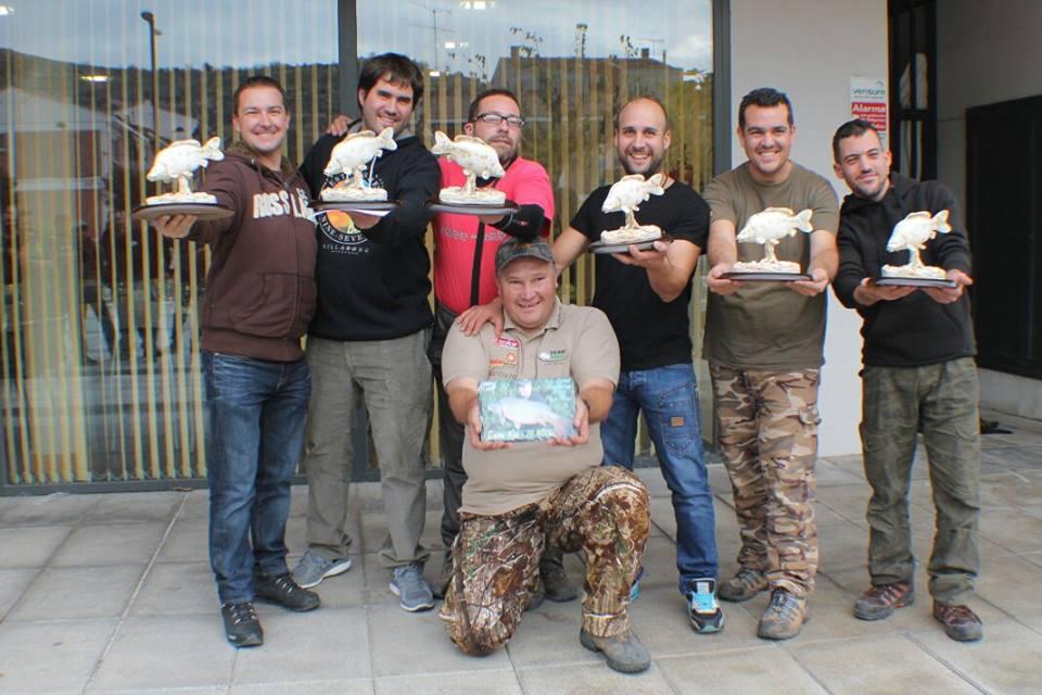 Ervin Kiss de la Team Idella și alți câștigători la concursul de pescuit Carpfishing Mequinenza S.D.P. El Siluro Spania